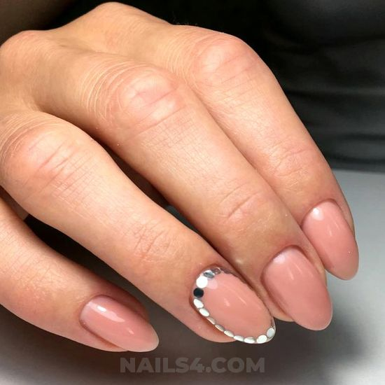 Balanced and easy gel manicure idea - goingout, nails, nailstyle, gorgeous