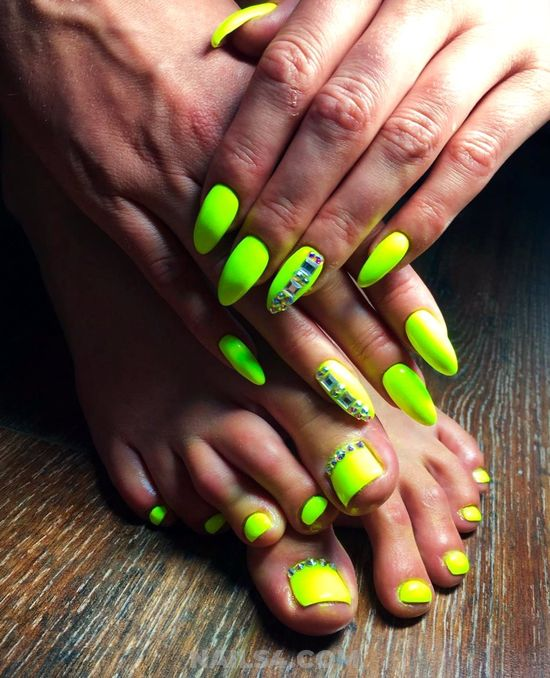 Beautiful And Loveable Gel Manicure Art Design - toenail, rhinestone, lightgreen