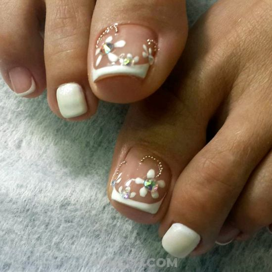 Perfect And Awesome Gel Nails Art - floral, toe, rhinestone